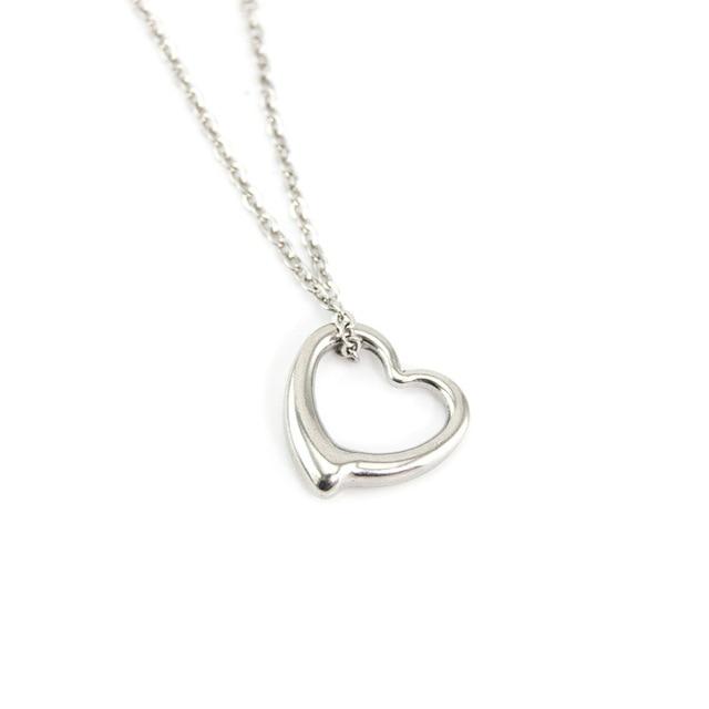 fc84cc0c3c39 Inicial simple gargantilla Collares plata color cadena collar de acero  inoxidable corazón encanto Collares y Colgantes