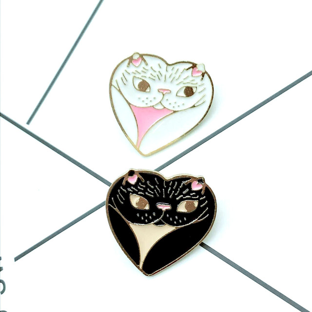 Couple Enamel Pin Cat Brooches for Women Cute Black White Kitten Animal Jewelry Lapel Pin Denim Jackets Collar Badge Icon Button