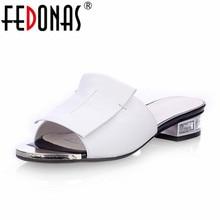 Fedonas Новое лето высокое качество квадратный каблук натуральная кожа обувь женские босоножки женская обувь на плоской подошве белого и черного цвета с открытым носком женские шлепанцы