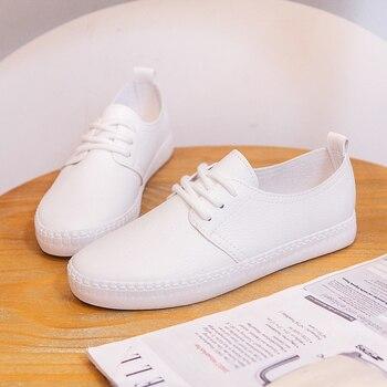 2018 Verão Novas Mulheres Da Moda Apartamentos Sapatos Casuais PU de Couro Macio Cor Sólida Simples Mulheres Casuais Sapatos Brancos Tênis
