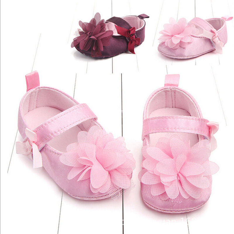 Hot Sale Baby Girls Floral Shoes Baby Bebes Soft Shoe 2017 New Bow Lace Flower First Walkers Babies Soft Anti-slip Crib Shoes
