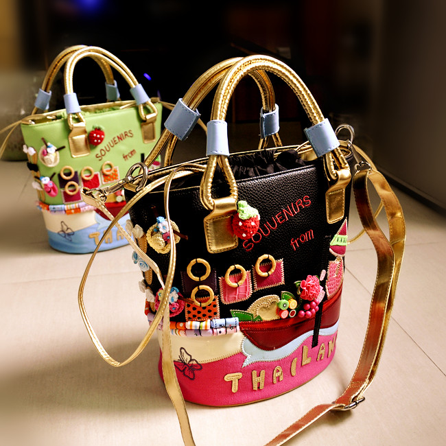 Bucket bag female 2019 new fashion contrast color embroidery bag personality handbag shoulder bag diagonal packageBucket bag female 2019 new fashion contrast color embroidery bag personality handbag shoulder bag diagonal package