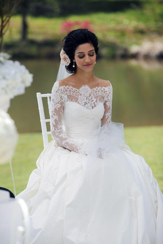 Pretty long sleeves wedding dress with bateau neck lace for Liner diametre 4 50
