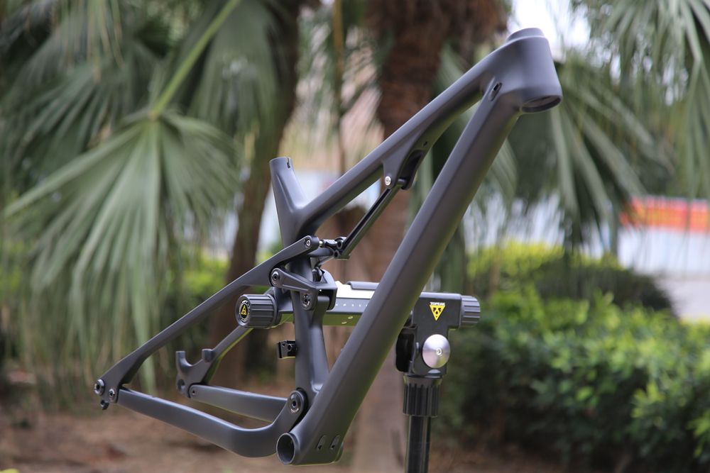 CARBON-SUSPENSION-BIKE-FRAME04