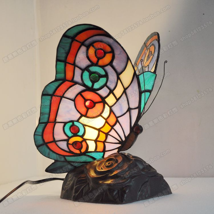 Butterfly bedside table lamp bedroom lamp living room study of European animal lamps Tiffany glass new tiffany european creative table lights countryside bedroom bedside study room living room cafe bar hotel wedding table lamps