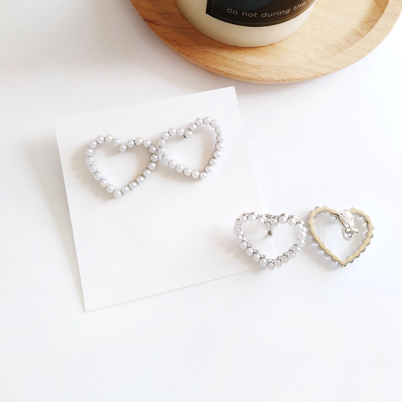 Sweet Design New Jewelry Heart Stud Small Pearls Earrings For Women Jewelry in Stud Earrings from Jewelry Accessories