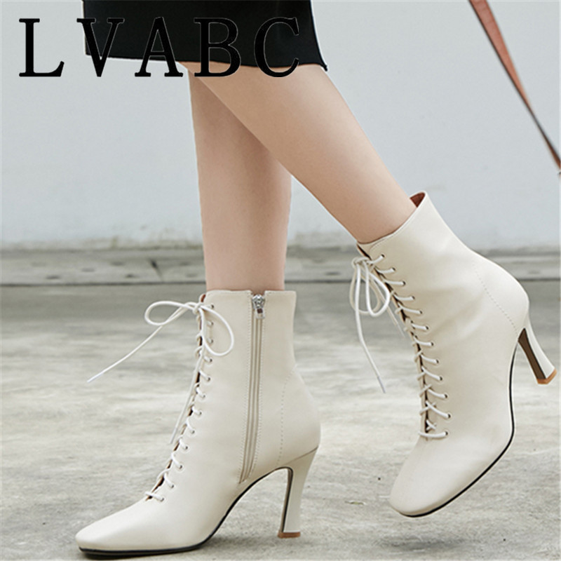 Ayakk.'ten Ayak Bileği Çizmeler'de Yarım çizmeler Kadınlar Için Kış yüksek topuklu ayakkabı Çizmeler Gerçek Deri Botas Çapraz bağlı Kare Ayak Çizmeler bayan Ayakkabıları'da  Grup 1