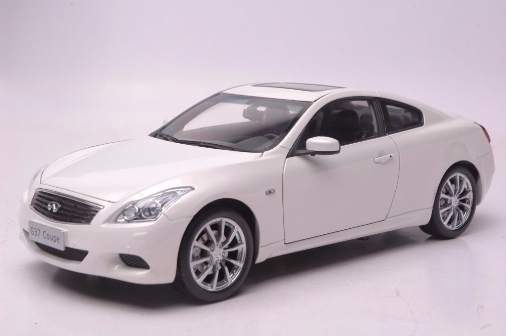1:18 Diecast Model For Infiniti G37 2013 White Coupe Alloy Toy Car Miniature Collection Gift