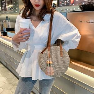 Image 1 - 2019 yuvarlak püskül yeni hasır çanta çanta kadın yaz kamış örgü çanta el yapımı dokuma plaj daire Bohemia çanta yeni moda