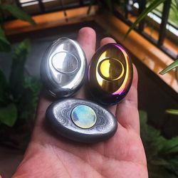 Di alta Qualità EDC Punta Delle Dita Gyro Fuori di Stampa Due-leaf In Lega di Titanio di Cottura di Colore Luminoso Per Gli Adulti del Giocattolo di Decompressione