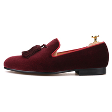 Piergitar 2019 New dark red colors velvet men tassel shoes Wedding men loafers handmade men's casual shoes smoking slippers
