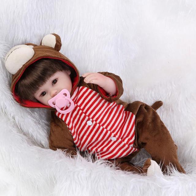 Bebes reborn NPK 42 cm muñeca chica con ropa de silicona de cuerpo de tela  bebé 57d6de9d6b6b