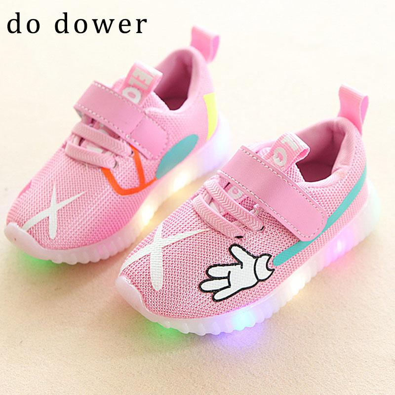 Los niños de la manera llevaron los zapatos de las zapatillas de - Zapatos de niños