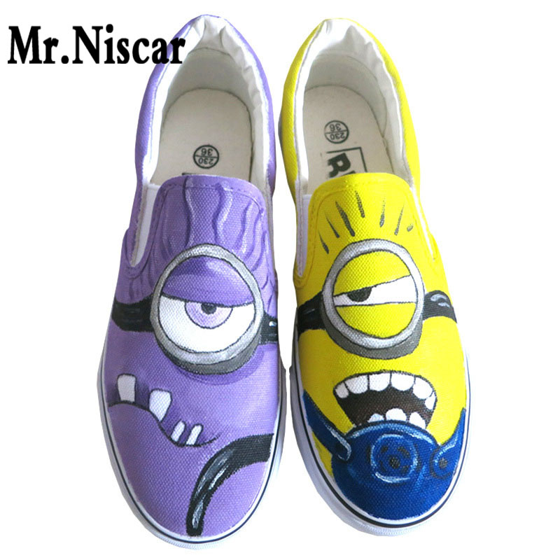 ФОТО Low Top Slip-On Breathable Flat Shoe Anime Figure Minion Hand Painted Canvas Shoes Men Despicable Me Minions Shoes
