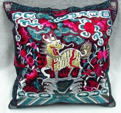 Полная вышивка Кирин чехлы для диванов китайские декоративные подушки высокого класса винтажные этнические рождественские наволочки 45x45 - Цвет: burgundy
