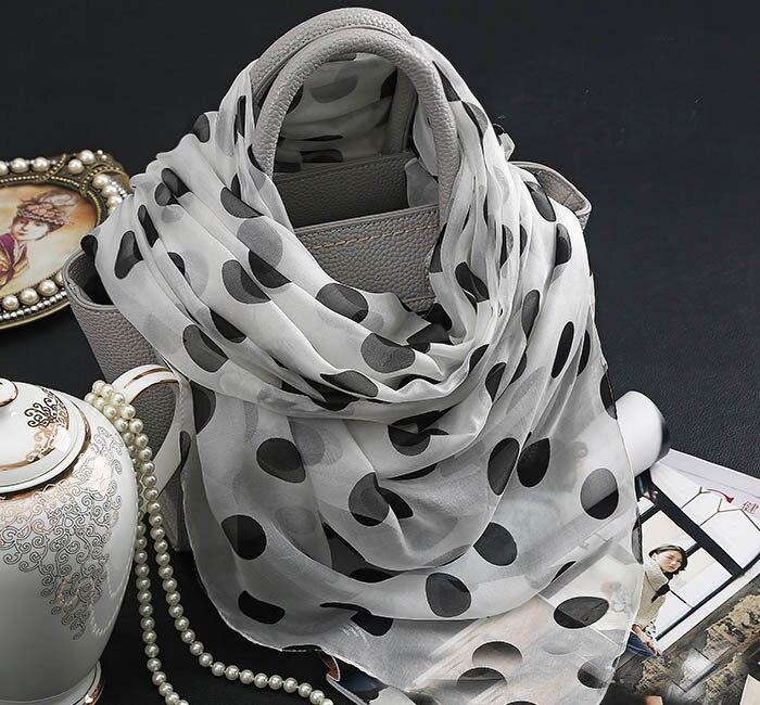 Silk scarf persegi Merek 2016 musim dingin ponco 100% Sutra dicetak wanita  selendang Jilbab Muslim Arab hijabDot putih murah musim dingin syal 30f672bc1d
