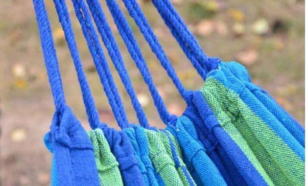 висит стул открытый холст сад гамак