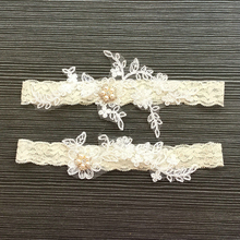 White Flowers Garters 2 Pcs Set