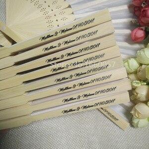 Image 4 - [Auviderin] 100pcs 실크 팬 결혼 선물 팬 personalized 이름과 날짜 선물 상자 인쇄 손 팬 Organza 선물 가방