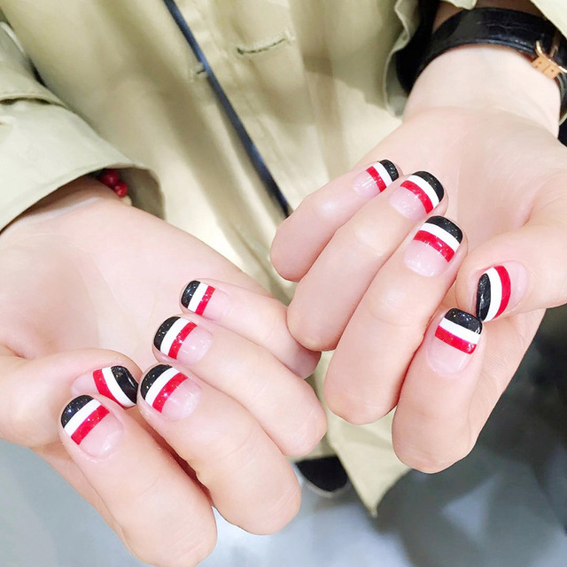New Cute Line Designed Fake Nails 24 Pcs Short Oval Full Artificial ...
