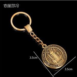 Image 2 - 48 adet/top aziz Benedict madalyon kolye aziz Bento altın anahtarlık topu hediye paskalya hediye
