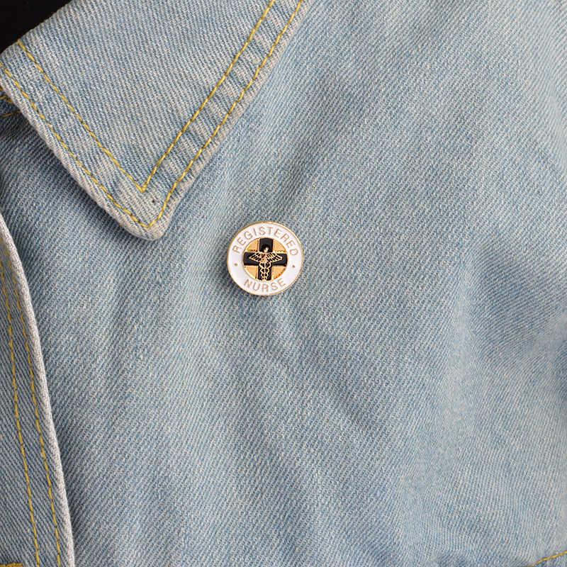 XEDZ Registered Nurse Croce Croce Spilla Perno di Metallo Angel Wings Personale Infermiere Badge Decorazione Personalità Medica