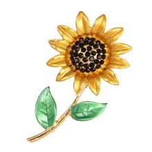 Fashionable Flower Brooches Crystal Sunflower Corsage Brooch Pin for Women Men's Weddings Plants Lapel Pins Gifts Jewelry crystal sunflower brooches lapel pins for women corsage scarf dress decoration