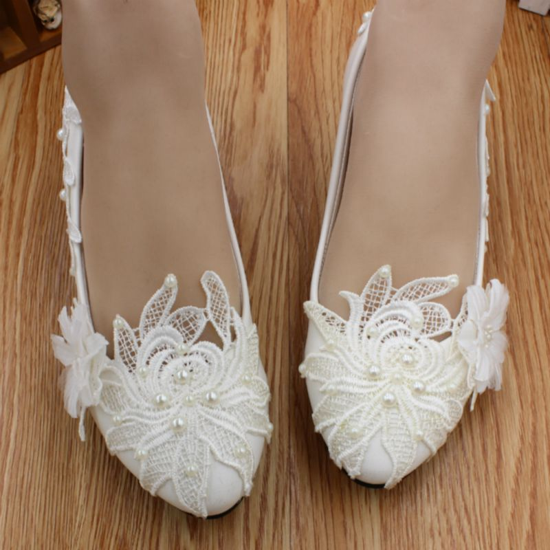 3cm low heel wedding shoes woman HS030 ivory off white lace pearl brides wedding shoes customized low high heels bridesmaid shoe low heel 3cm heel ivory lace wedding shoes woman sweet pearls handmade pearls brides small heel wedding shoes lady party pumps
