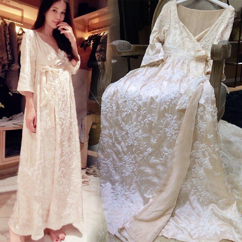 Silk Sleeping Robe Female Winter Warm Thicken Long Bathrobes Kimono Sweet Embroidery Woman Sleepwear White Pink LMR04