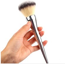 Brand it Professional high quality face  Makeup Brush hot sale Powder Silver Color Handle Cosmetic Large  Beauty Brush with logo