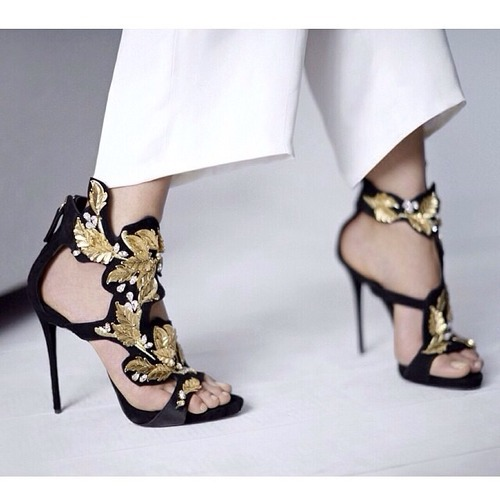 Golden leaf embellished cut-outs high heel sandals for summer shining crystal back zipper stiletto heel dress shoes woman for pa hot sale crystal embellished strappy sandals beige suede cut out cage shoes for women back zipper high heel summer dress shoes