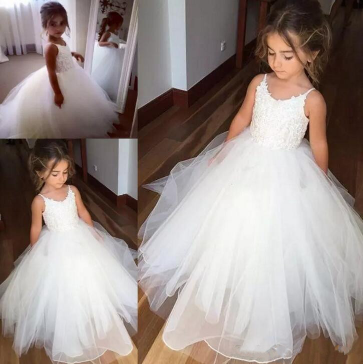 Cheap Spaghetti Lace And Tulle Flower Girl Dresses For Wedding White Ball Gown Princess Girls Pageant Gowns white spaghetti lace up design vest