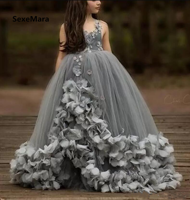 2019 Customized Girls Dresses Grey Puffy Tulle 3D Flowers Ball Gown V Neck Flower Girls Dresses for Wedding Pageant Party Gown