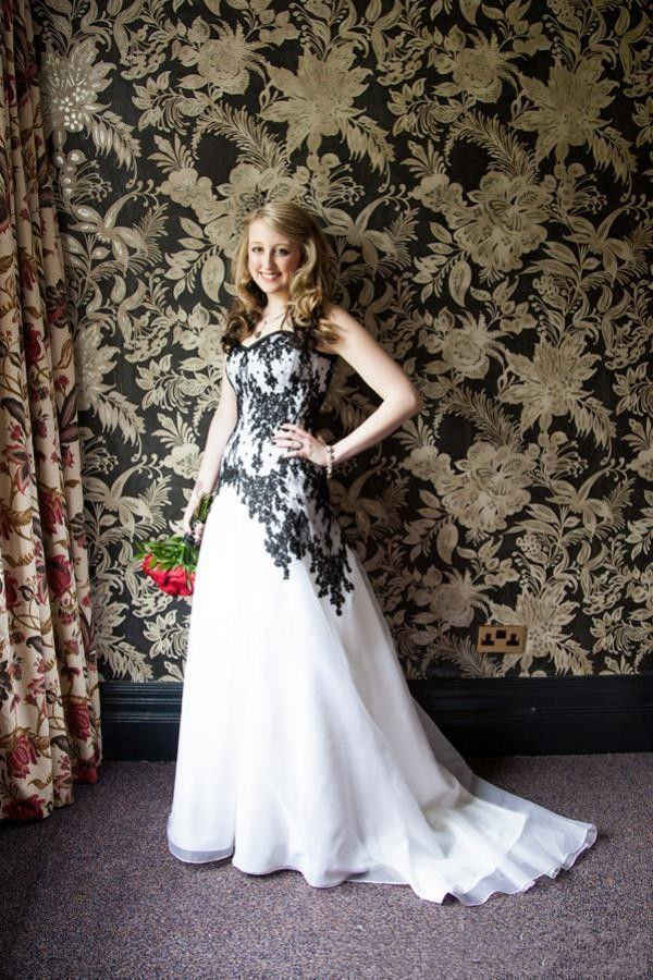 Vintage White And Black Liques Gothic A Line Wedding