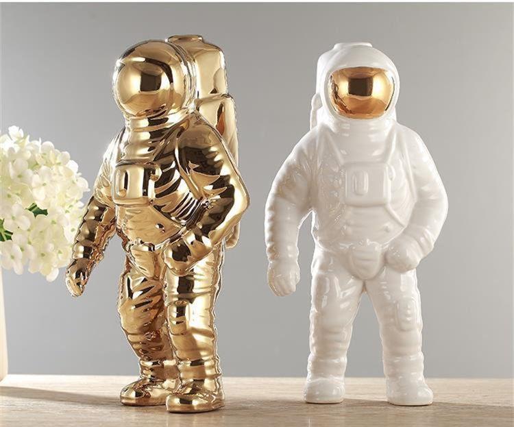 espaco criativo homem astronauta escultura foguete aviao 02