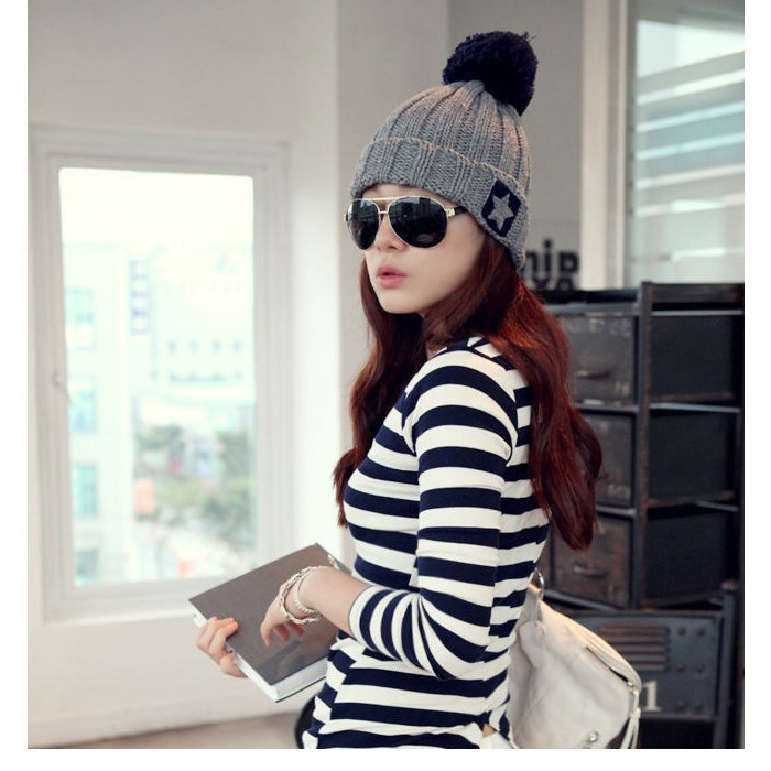 2017 New Fashiion Hand-made warm Hats in Autumn&Winter Caps with star shape Knitted beanies for Women crochet wholesale 2016 new beautiful colorful ball warm winter beanies women caps casual sweet knitted hats for women outdoor travel free shipping