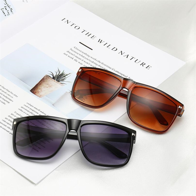 Fashion Square Sunglasses Women Designer Luxury Oversized Sun Glasses Men Classic Vintage Shades UV400 Rivet Oculos