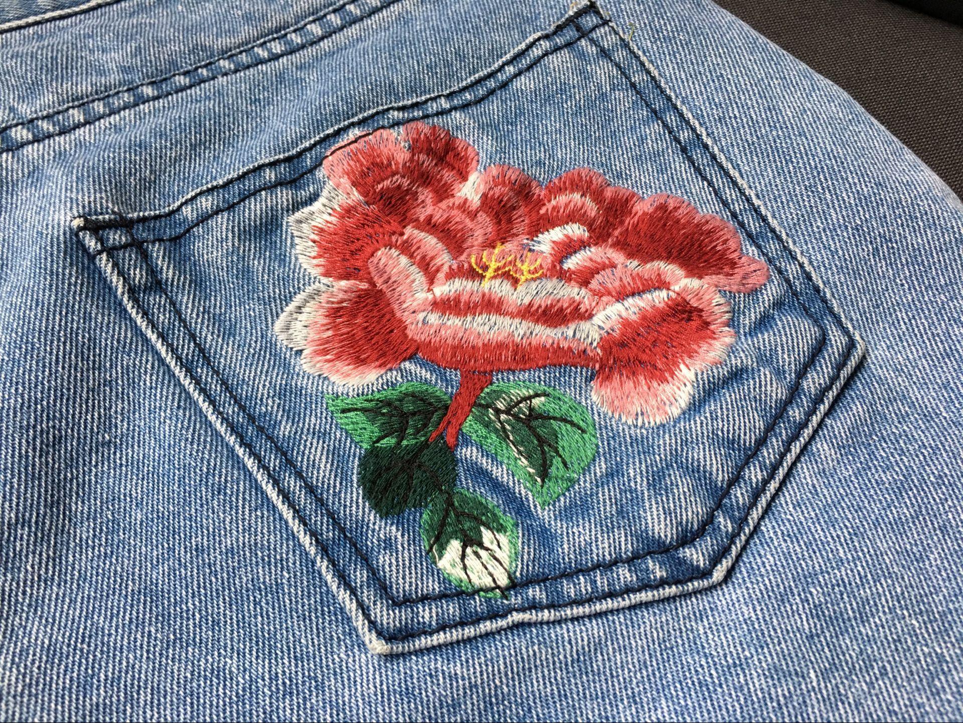 гости рисунок из ниток на джинсах для нее