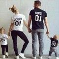 Новый Король Королева Принц Принцесса 01 Семьи Соответствующие Наряды Мать и Дочь отец Сына детская одежда ТОП Хлопка Случайные футболки