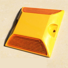 Spike spike deceleration reflective warning nail single and double tunnel induced road stud signs