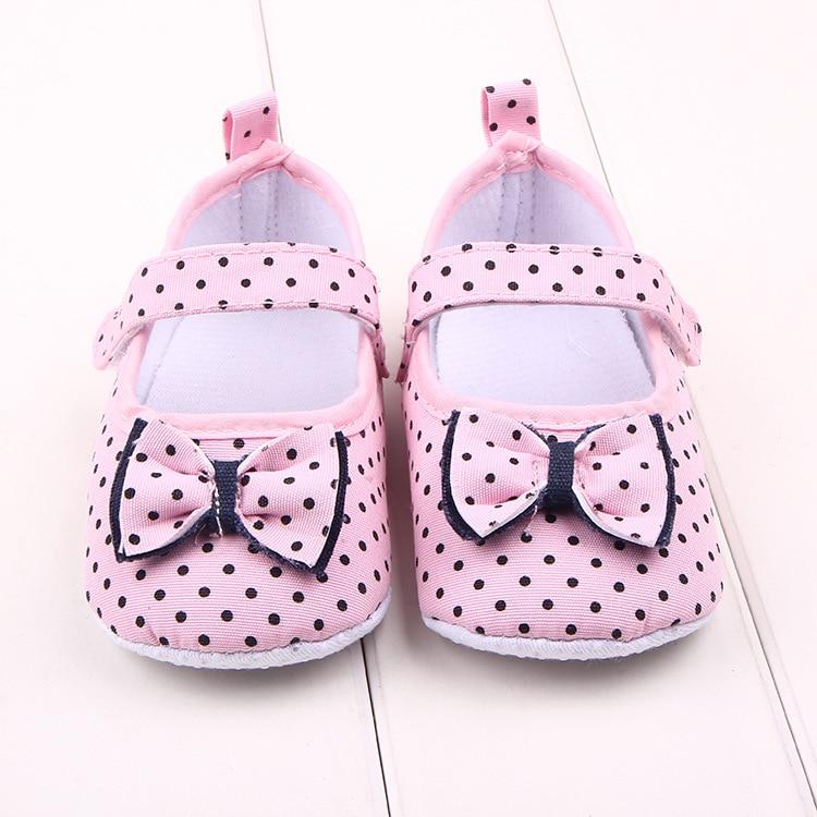 Mada rausvos ir baltos mažosios pirmosios vaikštynės medvilnės batai drugelis mazgas taškai kūdikių sneaker minkšta apačia kūdikio mergina lovelė batai