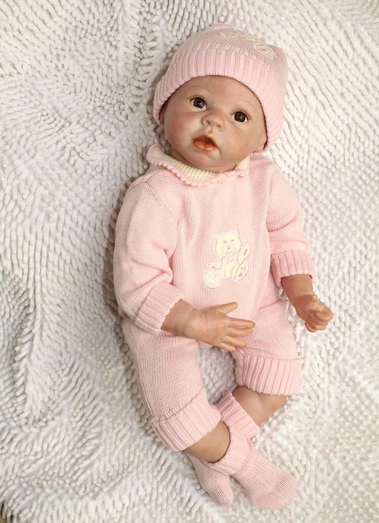 En gros 22 Pouces Silicone Reborn Bébé Poupée Pour Garçons Jouets Sûr Passe-Temps Réel Vie Bébé Poupées Brun Yeux Spécial Jouets