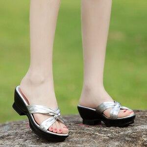 Image 4 - جلود الأحذية الأم جلد طبيعي النعال 2017 الصيف مريحة منتصف الصنادل حجم كبير 40 42 schoenen vrouw