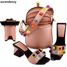 Комплект из итальянских туфель и сумочки Envio Gratis; итальянский комплект из туфель и сумочки, украшенных заклепками; женские туфли-лодочки в нигерийском стиле; обувь без шнуровки