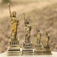 Metalowe ozdoby do dekoracji pamiątki statua wolności Model na dekoracje do domowego biura dekoracyjne rękodzieła figurki miniaturowe w Figurki i miniatury od Dom i ogród na