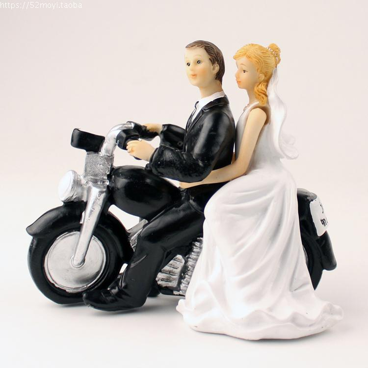 Wedding Favor Groom Bride Motorcycle Hug Romantic Couple Figurine European Style Cake Toppers Decor In Party DIY Decorations From Home