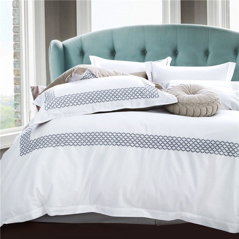 Egyptian cotton satin bed linen white color hotel bedding sets king queen size embroidered bedclothes duvet cover bed sheet setEgyptian cotton satin bed linen white color hotel bedding sets king queen size embroidered bedclothes duvet cover bed sheet set