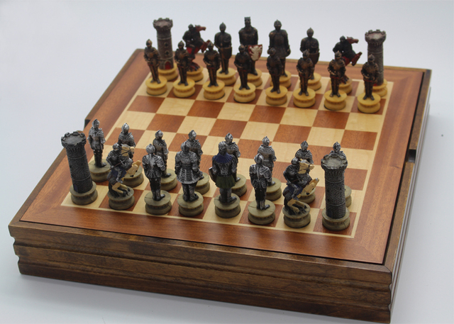 Gentil Wooden Board Chess Set Resin Child Game The Warrior Resin Characters Mold  Classic International Cartoo Chess Set Nice Gift