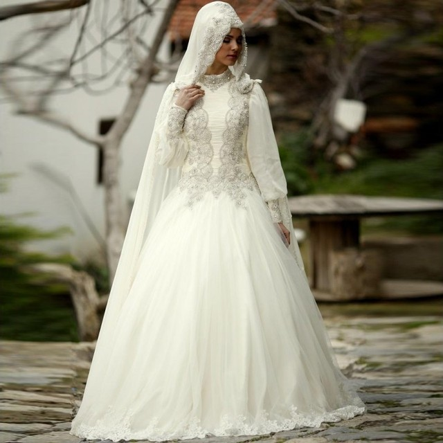 Muslim Wedding Dress Hijab High Neck Long Sleeve Lace Applique Crystal  Beading 2019 Arab Bride Bridal Gown bd9ca57a059b