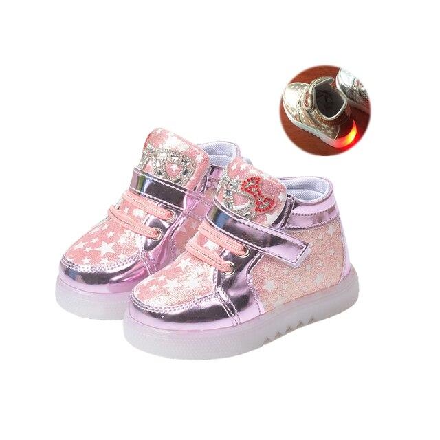 Симпатичные СВЕТОДИОДНОЙ вспышкой причинно детская обувь элегантный bling нескользящей плоским малыша обувь для 9-24 М ребенка новорожденных infantil открытый причинно-следственной обувь